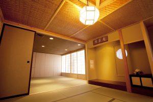 床の間も備えた茶室、憩翠庵